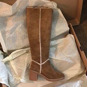 Ugg Kasen tall boot size5 brand new Auhentic